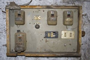old-electric-panel-853746-m